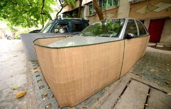 Chinese Drivers Covering Their Cars with Rat-Proof Cover -06