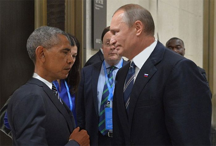 Obama And Putin's Hilarious Death Stare Gets Trolled By Photoshoppers-08
