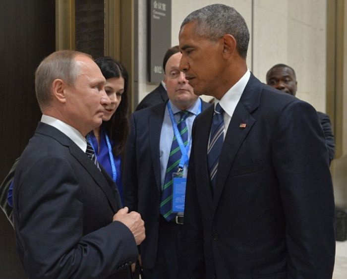 Obama And Putin's Hilarious Death Stare Gets Trolled By Photoshoppers-22