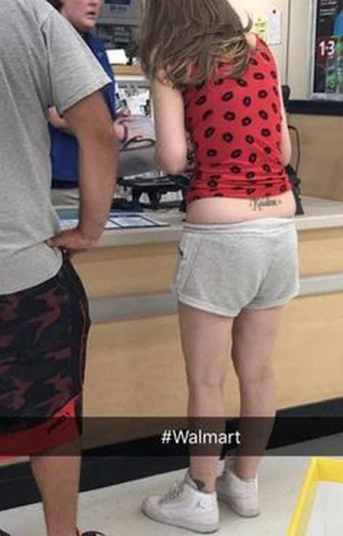 The 20 Most Ridiculous People of Walmart Photos -01