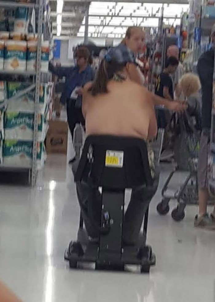 The 35 Funniest People Of Walmart Pictures of All Time -18