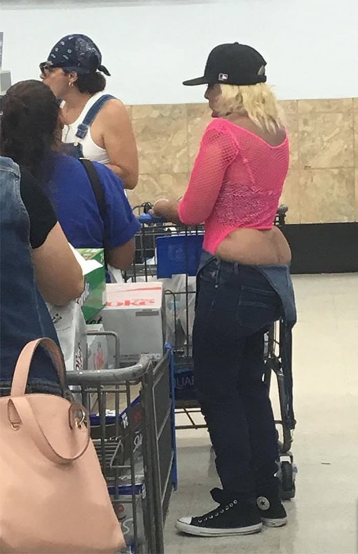 The 35 Funniest People Of Walmart Pictures of All Time -24