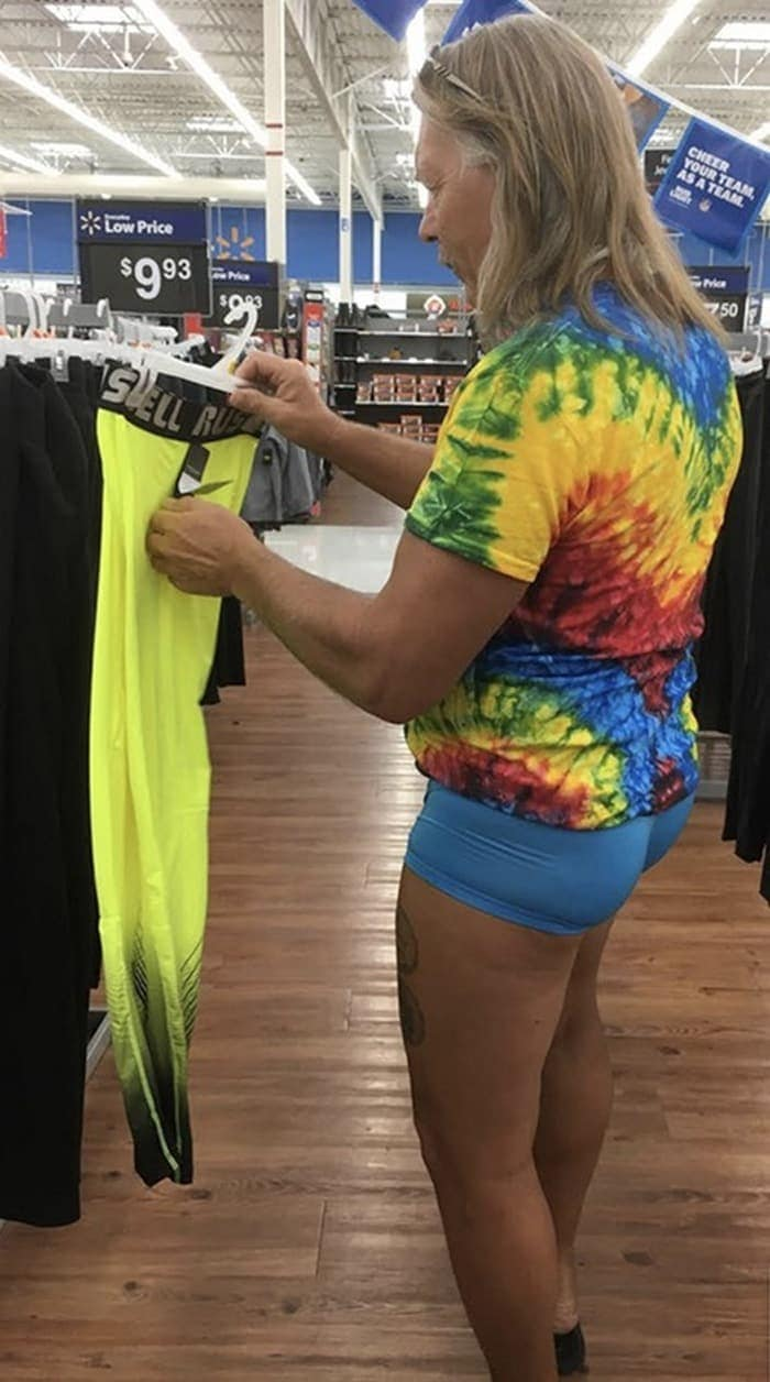 The 24 Weird People of Walmart That Are on Another Level -19
