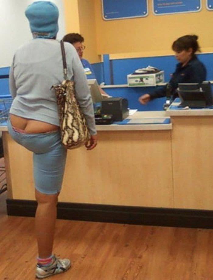 25 Ridiculous People of Walmart You Hope to Never Run Into -03