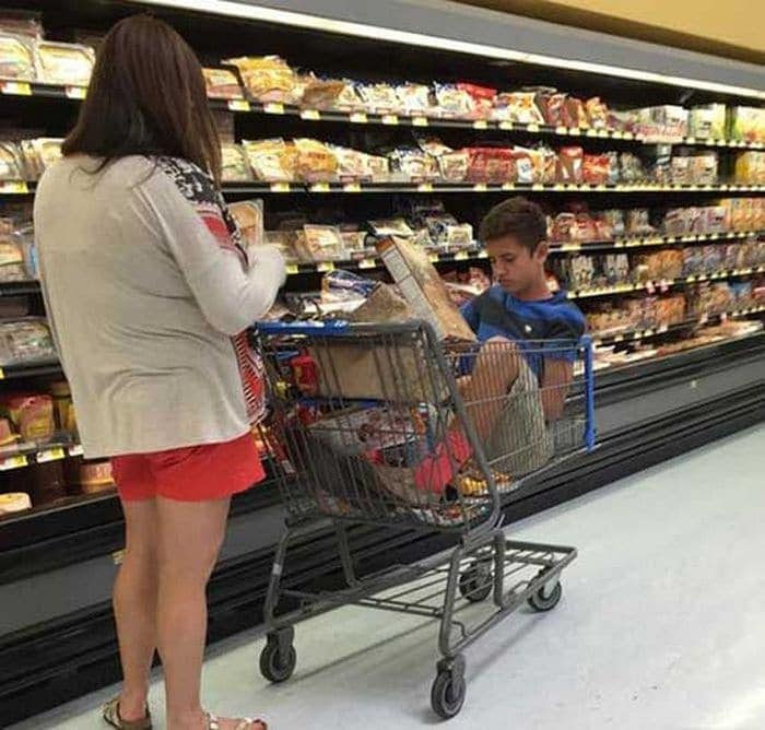 25 Ridiculous People of Walmart You Hope to Never Run Into -07