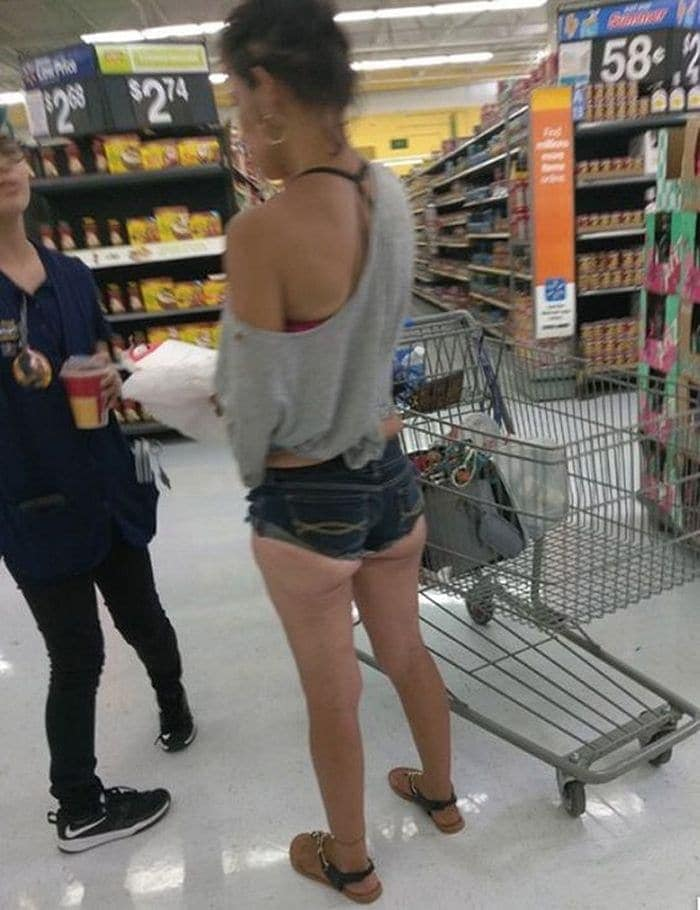 25 Ridiculous People of Walmart You Hope to Never Run Into -16