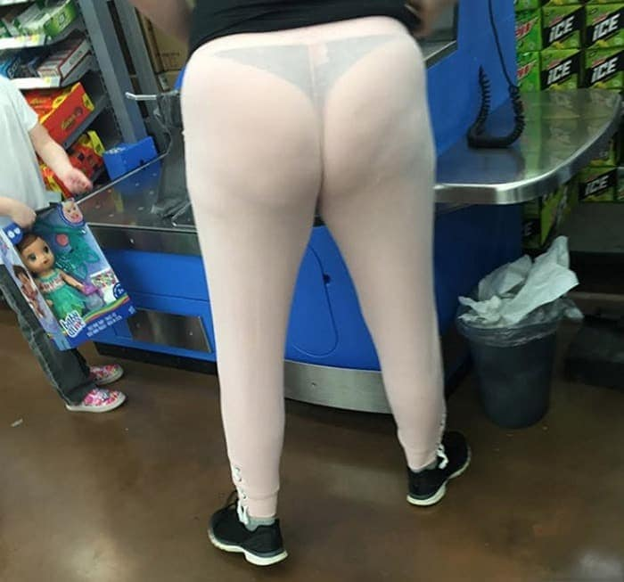 25 Ridiculous People of Walmart You Hope to Never Run Into -17