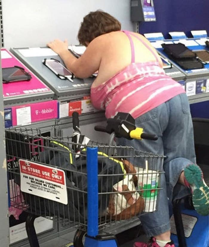 25 Ridiculous People of Walmart You Hope to Never Run Into -22