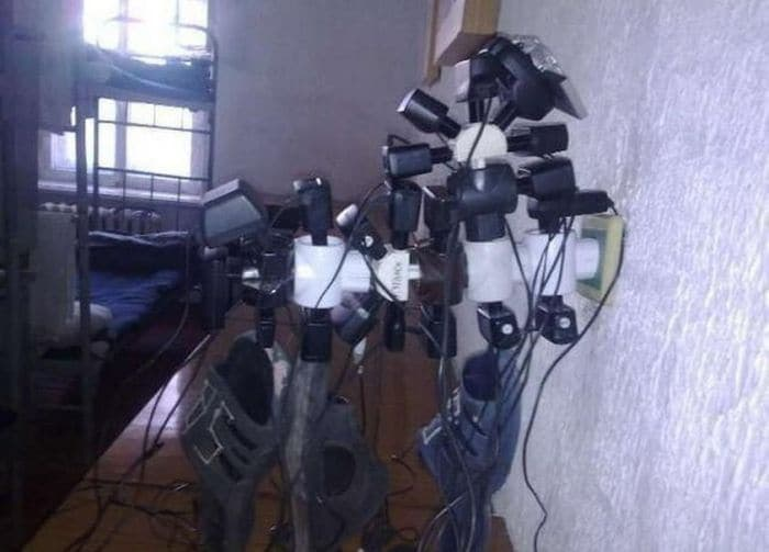 13 Ridiculous Pics of Smartphone Charging in the Army Will Make You LOL -03
