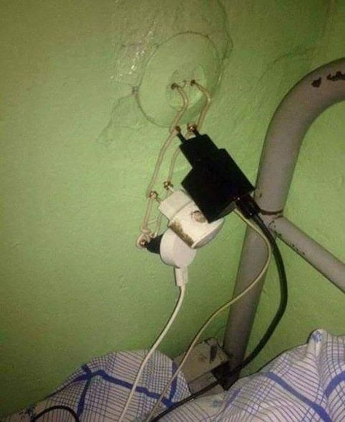 13 Ridiculous Pics of Smartphone Charging in the Army Will Make You LOL -04
