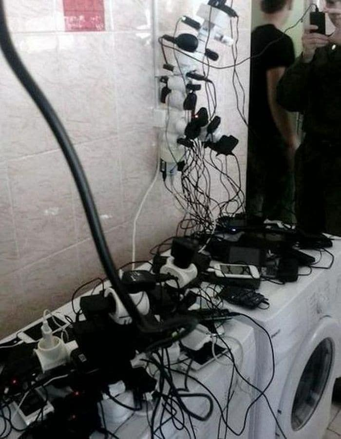 13 Ridiculous Pics of Smartphone Charging in the Army Will Make You LOL -06