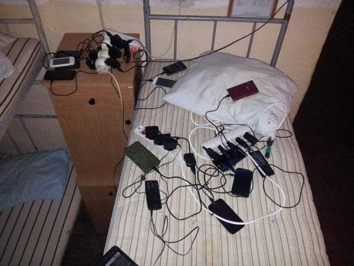 13 Ridiculous Pics of Smartphone Charging in the Army Will Make You LOL -08
