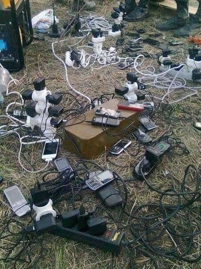 13 Ridiculous Pics of Smartphone Charging in the Army Will Make You LOL -13