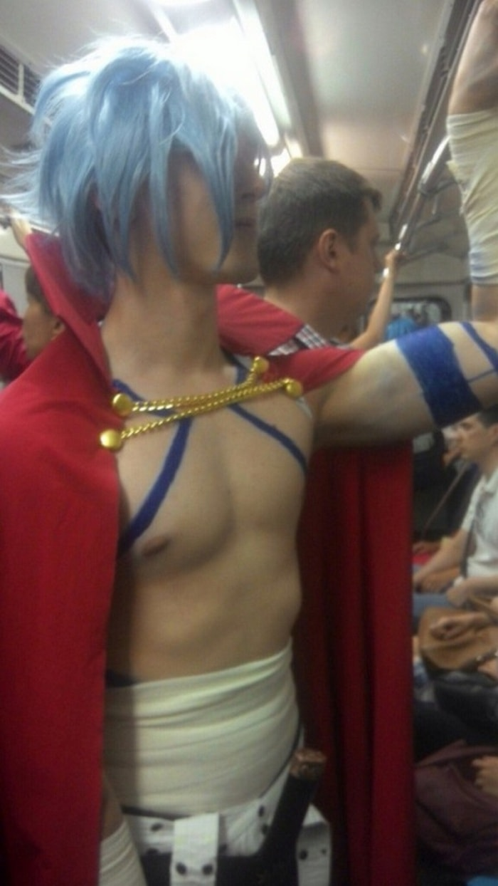 34 Ridiculous Russian Subway Fashion Pics That Are Weird As Hell-02