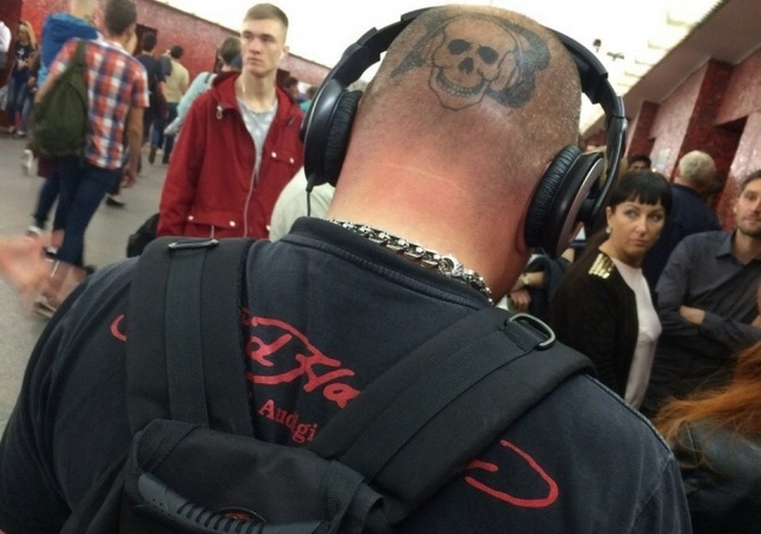 34 Ridiculous Russian Subway Fashion Pics That Are Weird As Hell-07