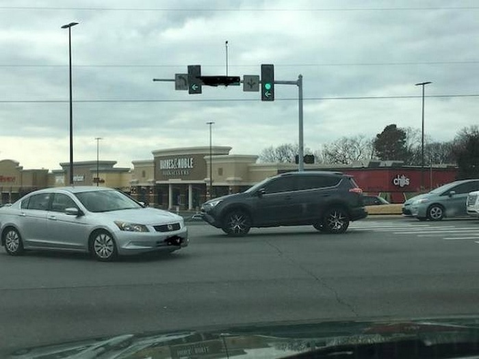 35+ Bad Drivers Who Should Not Be Allowed To Drive-05