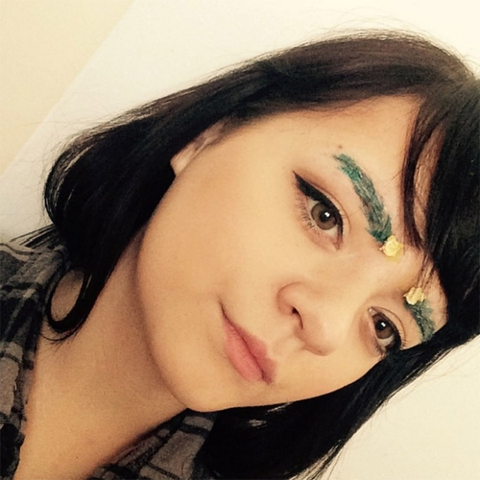 15 Hilarious Christmas Tree Eyebrows That Will Feel You Festive-06