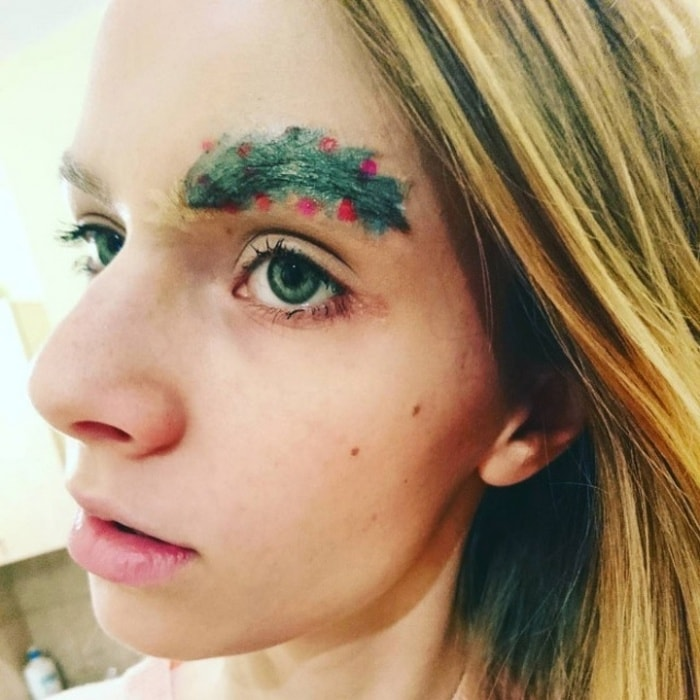 15 Hilarious Christmas Tree Eyebrows That Will Feel You Festive-09