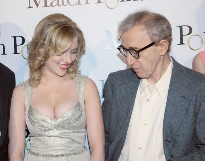 Awkward Pics Of Celebrities That Caught Staring (27 Pics)-12