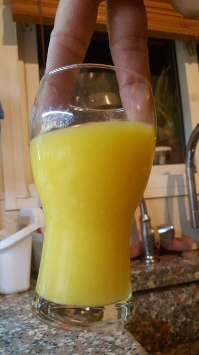 What's The Worst Way To Hold Your Drink (30 Pics)-09