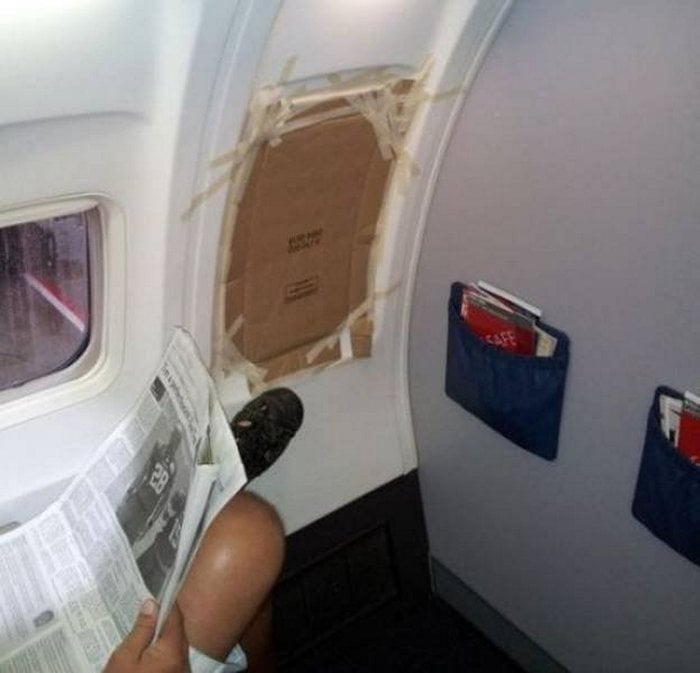 Awkward Airplane Moments That Are Funny And Scary (18 Photos)-01
