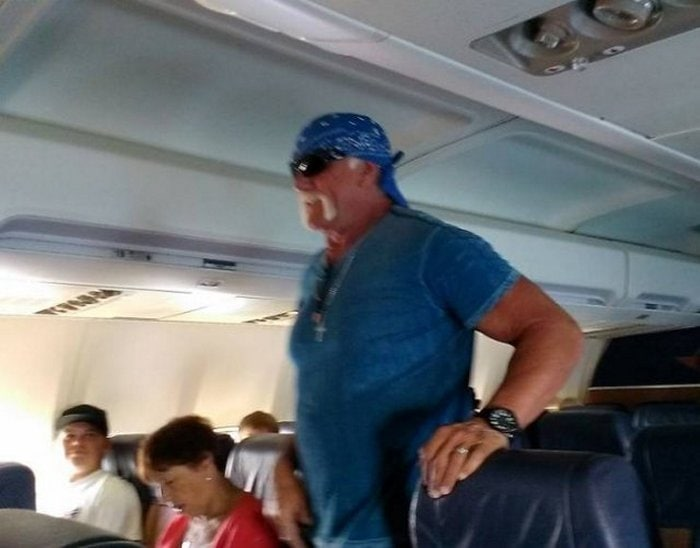 Awkward Airplane Moments That Are Funny And Scary (18 Photos)-04