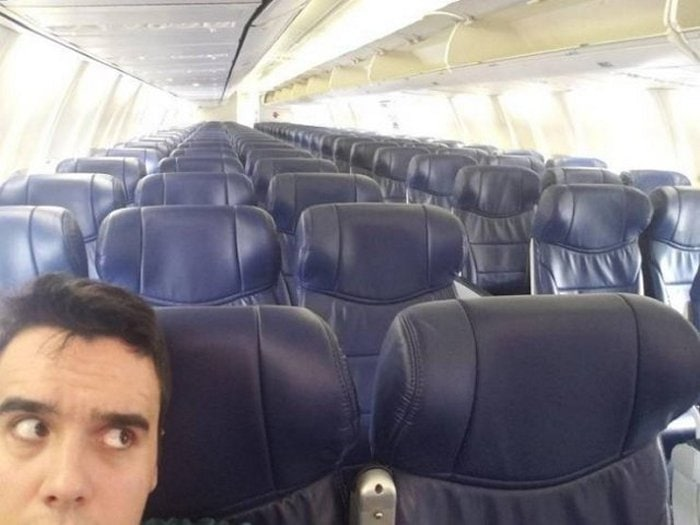 Awkward Airplane Moments That Are Funny And Scary (18 Photos)-06