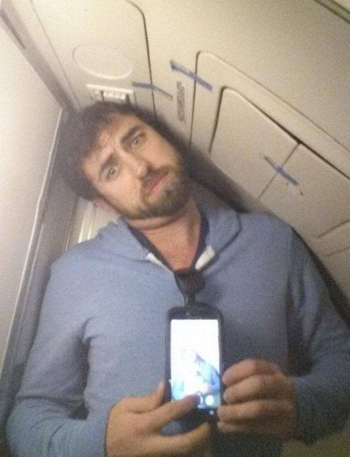 Awkward Airplane Moments That Are Funny And Scary (18 Photos)-17