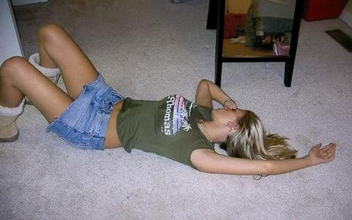Embarrassing Drunk Girls That Are Too Hilarious To Handle (40 Photos)-02