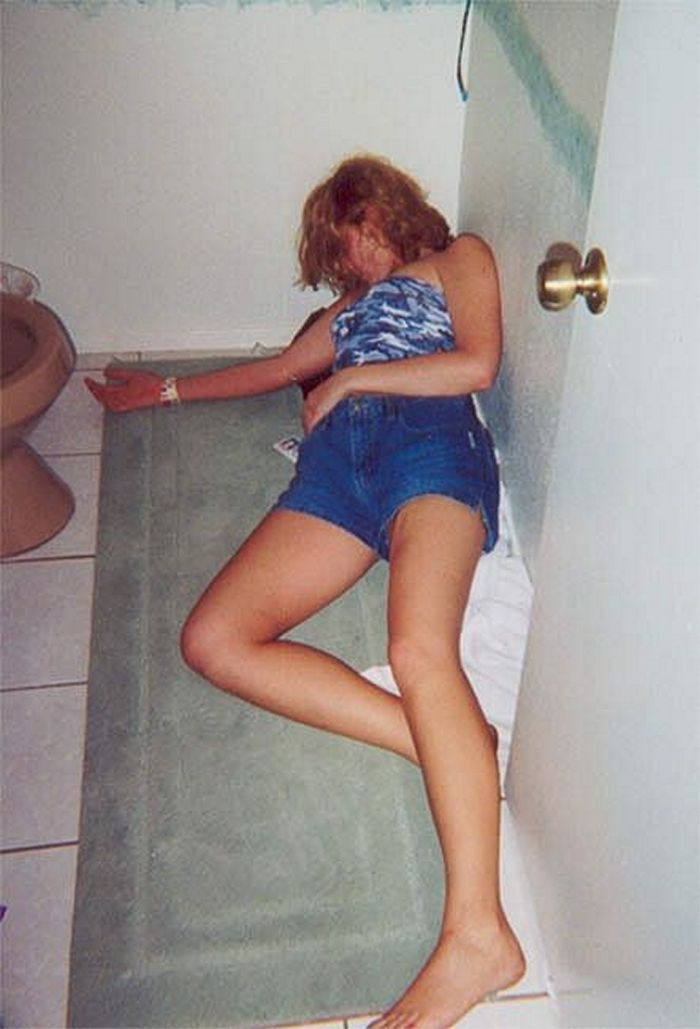 Embarrassing Drunk Girls That Are Too Hilarious To Handle (40 Photos)-06