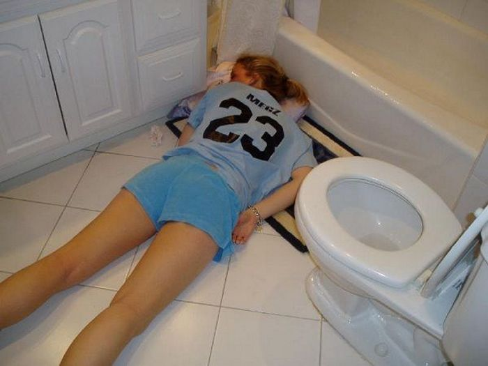 Embarrassing Drunk Girls That Are Too Hilarious To Handle (40 Photos)-07