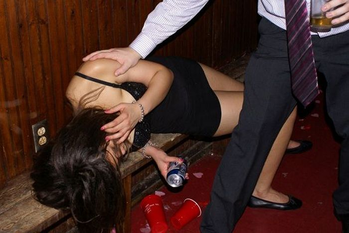 Embarrassing Drunk Girls That Are Too Hilarious To Handle (40 Photos)-18
