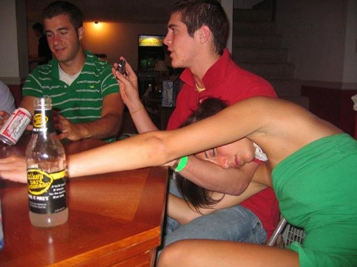 Embarrassing Drunk Girls That Are Too Hilarious To Handle (40 Photos)-20