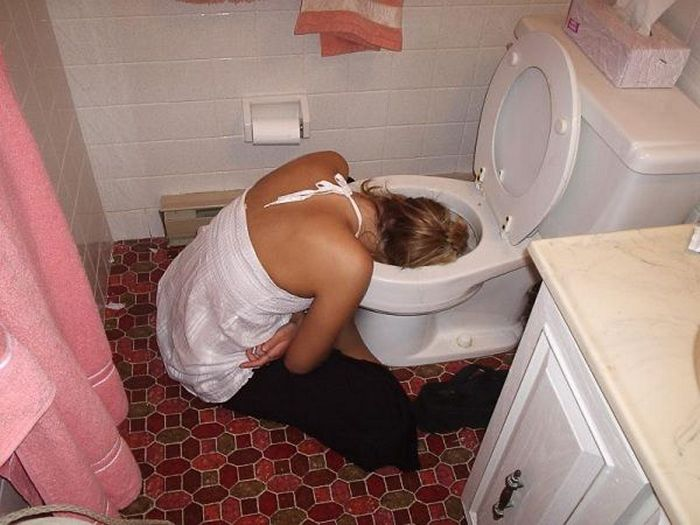 Embarrassing Drunk Girls That Are Too Hilarious To Handle (40 Photos)-25