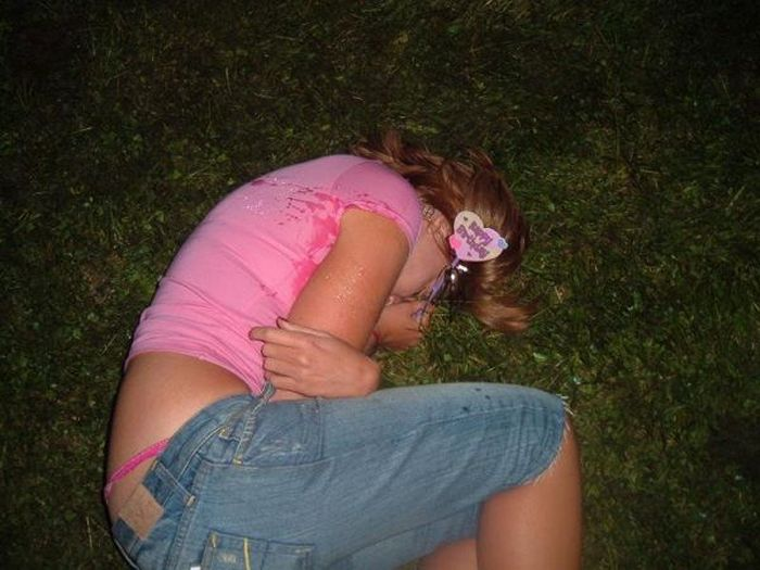 Embarrassing Drunk Girls That Are Too Hilarious To Handle (40 Photos)-27