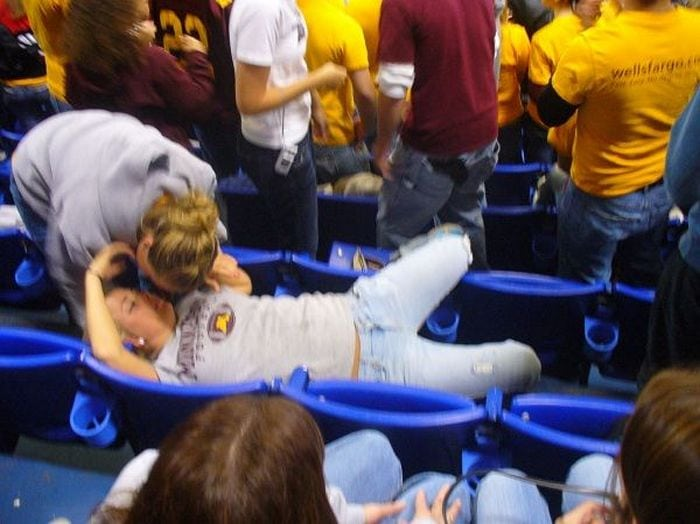 Embarrassing Drunk Girls That Are Too Hilarious To Handle (40 Photos)-31