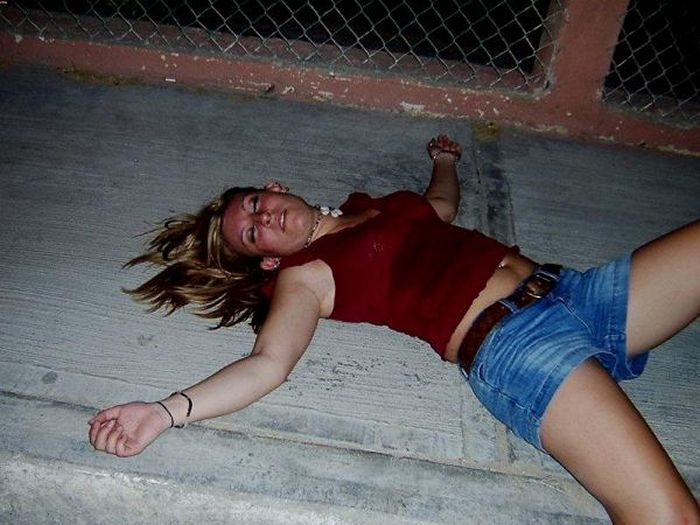 Embarrassing Drunk Girls That Are Too Hilarious To Handle (40 Photos)-36