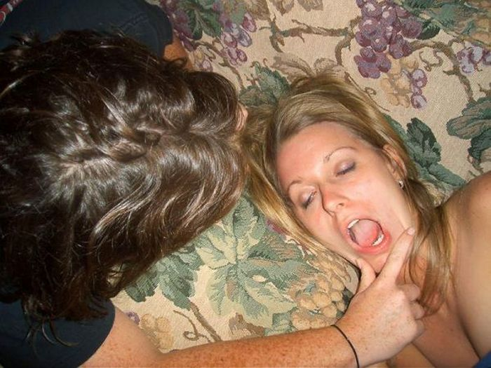Embarrassing Drunk Girls That Are Too Hilarious To Handle (40 Photos)-39