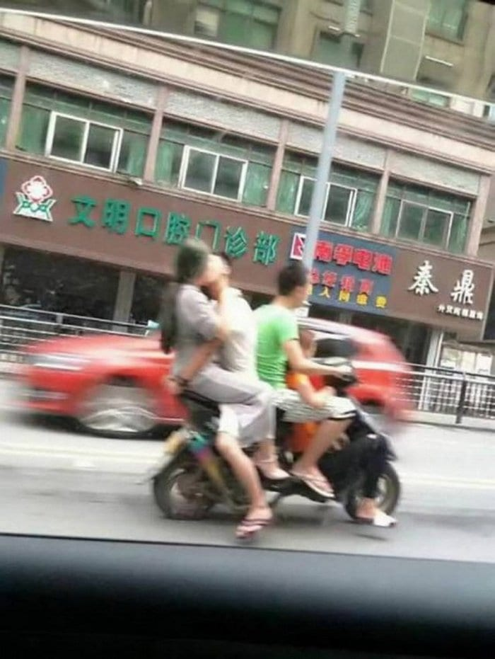 40+ Only In Asia Photos That Will Make You LOL-31