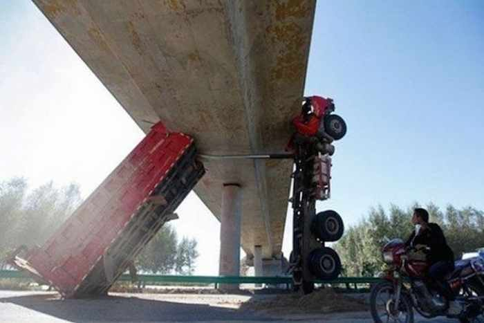 The Worst Driving Fails Ever That Will Make You Laugh (23 Pics)-17