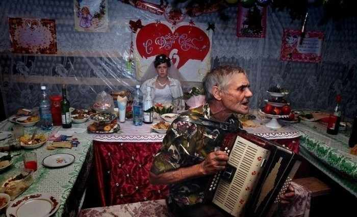 Worst Russian Wedding Photos That Are Too Awkward To Handle (40 Pics)-34